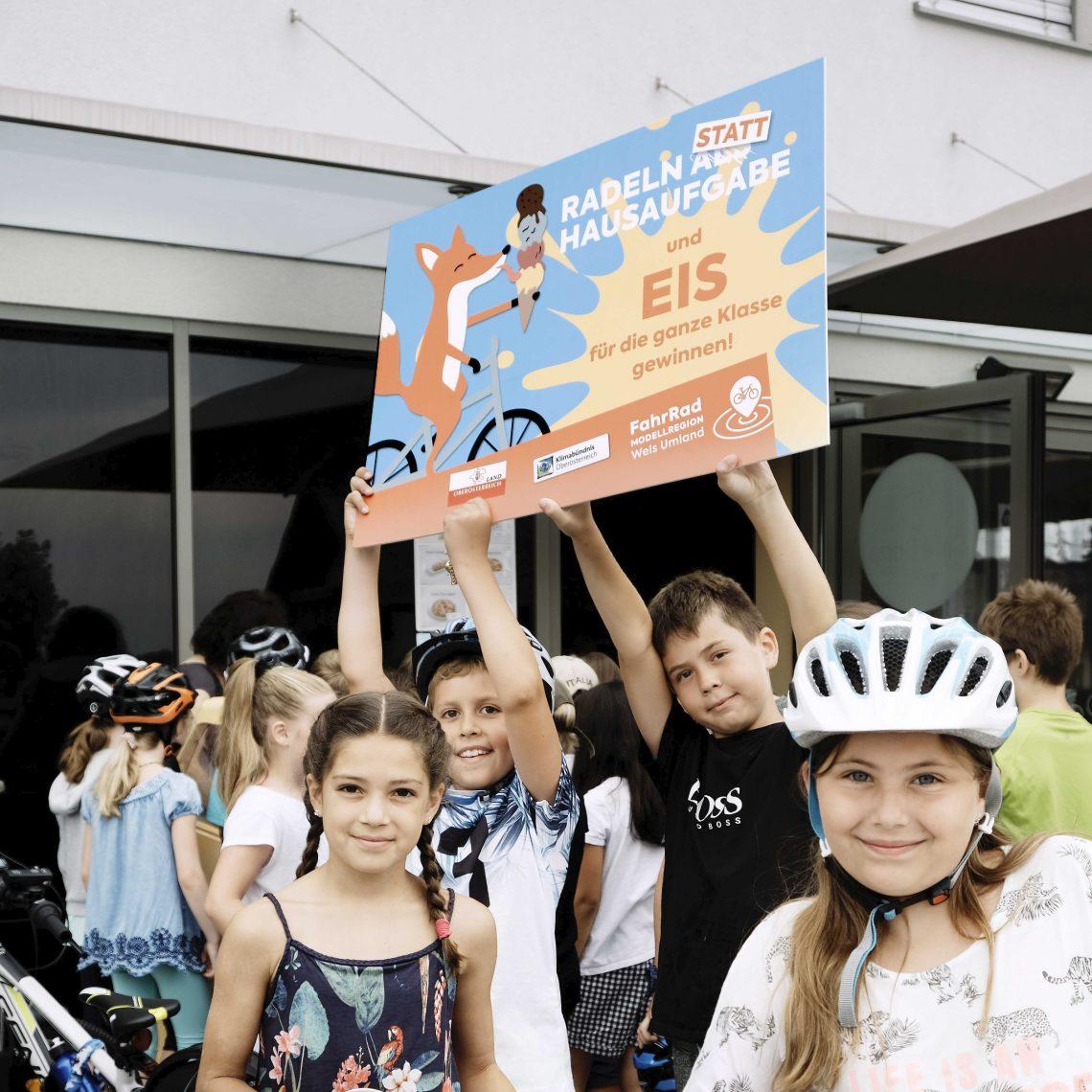 Kinder mit Fahrrädern