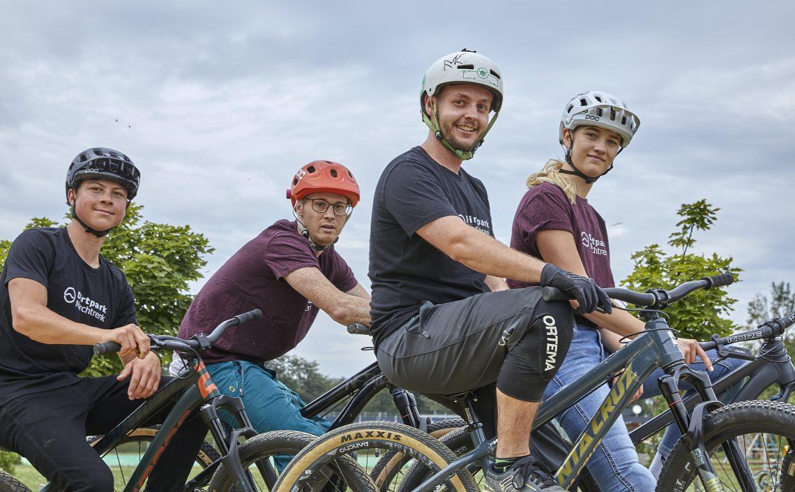 Personen auf Mountainbikes